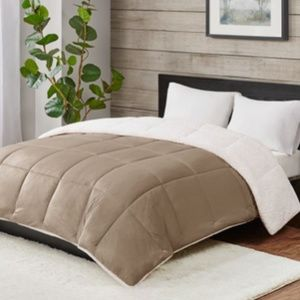 Deluxe Reversible Sherpa Down Twin Comforter Hypo